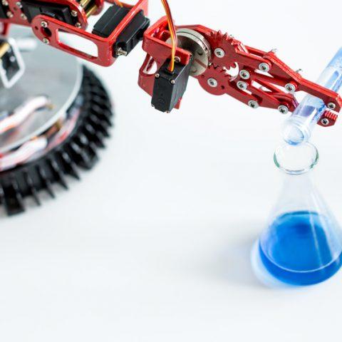 Machines spéciales, prototypes, bras robotisé